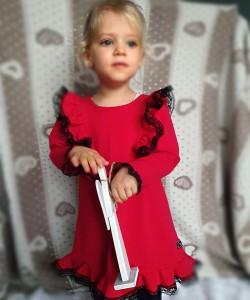 Sukienka czerwona z czarną koronką