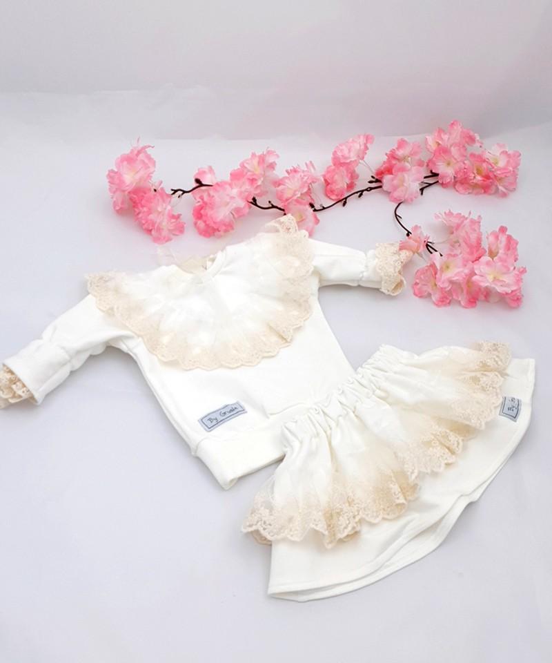 Bluza kremowa z koronką i spódniczka