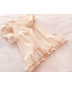 kremowa sukienka z koronką