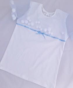 Biała bluzeczka z rękawkami z tiulu z pomponikami