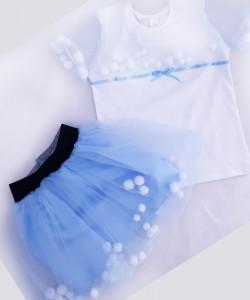 Spódniczka błękitna z tiulu z pomponikami i biała bluzeczka