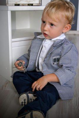 Ubranko dla dzieci z marynarką w pepitko i granatowymi spodniami