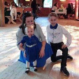 Jak tam zaczął się u Was dzisiejszy poranek? Macie siły na nowy tydzień?  U nas jest pochmurno🌫, a w pracowni od rana praca wre. Mamy sporo szycia📍✂️😁 Na zdjęciu urocze rodzeństwo w naszej sukience i koszuli:)  Dla dziewczynki i dla chłopczyka😀🧒👧  #bygrusie #szytezpasją #szyjebolubie #dladzieci #polskieubranka #mamąbyć #ubrankadladzieci #forboys #ubrankadzieciece #rodzina #roczek #mojewszystko #kochamnajmocniej #kidsfashionbrand #forkids #polskisklep #dzieci #koszuledkatatyisyna #koszuledladziecka #naelegancko #doprzedszkola #doszkoły #kochamnadzycie #mojaduma #nawesele  #rodzeństwo