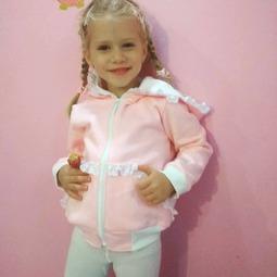 Zuzia uwielbia wszystko co różowe, a tak wygląda w bluzie którą dobie wybrała:)  Na drugim zdjęciu bluza w całej okazałości:)  #bygrusie #ubranka #forboysforgirls #dresdladziecka #modnedziecko #modadladzieci #dladziewczynek #dladzieci #sklepinternetowy #instamatki #grusieubrankadladzieci #forgirls #bluzydziecięce #ubrankadladziewczynek #modneubranka #polskamama #dziewczynka #dladziewczynek #instamama #kochamnadzycie