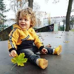 Nasz super model Robercik, jest bardzo wesołym chłopczykiem,  w jego loczkach można się zakochać❤😀  Robercik ma na sobie naszą bluzę miodową   #bygrusie #szytezpasją #szyjebolubie #dladzieci #polskieubranka #mamąbyć #ubrankadladzieci #forboys #ubrankadzieciece #rodzina #roczek #mojewszystko #kochamnajmocniej #kidsfashionbrand #forkids #polskisklep #dzieci #instamoda #grusieubrankadladzieci @mama_ robercika